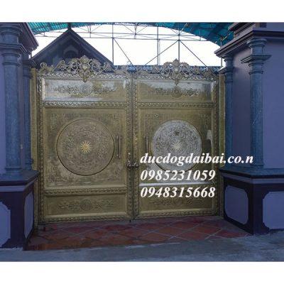 Cổng nhà đẹp bằng đồng